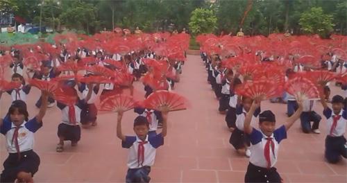 Màn tập thể dục giữa giờ đều tăm tắp của học sinh Thái Bình - 2