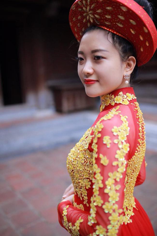 Võ Thị Tú Anh  (sinh năm 1992, quê Nam Đàn, Nghệ An) là nữ cảnh sát xinh đẹp hiện đang công tác tại tỉnh Nghệ An