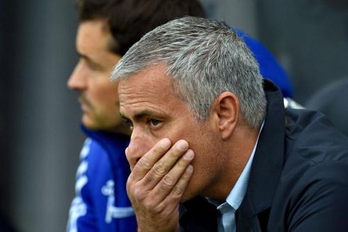 "Chelsea - Mourinho: ""Chiếc xe buýt"" hết xăng - 2"