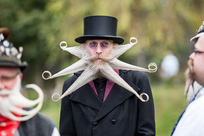 Hơn 300 người đến từ 20 quốc gia đã tới thị trấn  & nbsp;Leogang, Áo từ cách đây vài ngày để tham dự cuộc thi World Beard  & amp; Moustache Championships 2015.