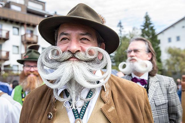 Những người tham dự cuộc thi đều sở hữu những bộ râu, ria được cắt tỉa nghệ thuật rất ấn tượng.