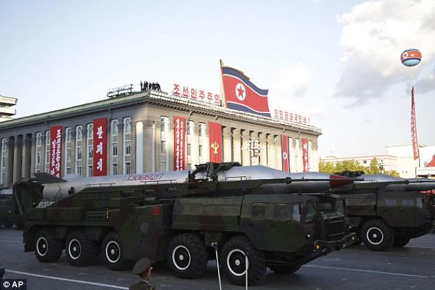 """Soi loạt vũ khí """"khủng"""" trong lễ duyệt binh lịch sử của Triều Tiên - 1"""