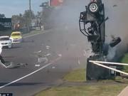 Các môn thể thao khác - Tai nạn: Xe đua lộn 12 vòng bốc cháy ngùn ngụt