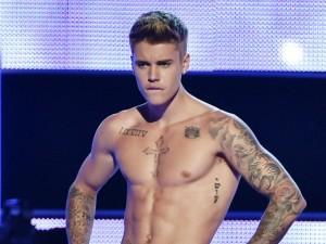 Ca nhạc - MTV - Khám phá những hình xăm khắp người Justin Bieber