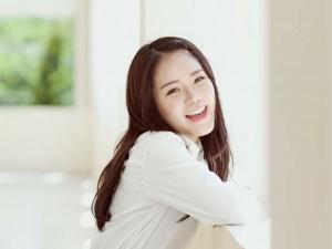 """Hot girl gốc Việt cover """"Thằng Cuội"""" bằng 6 thứ tiếng"""