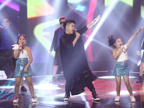 Đức Phúc nhảy múa tưng bừng cùng thí sinh The Voice Kids - 2
