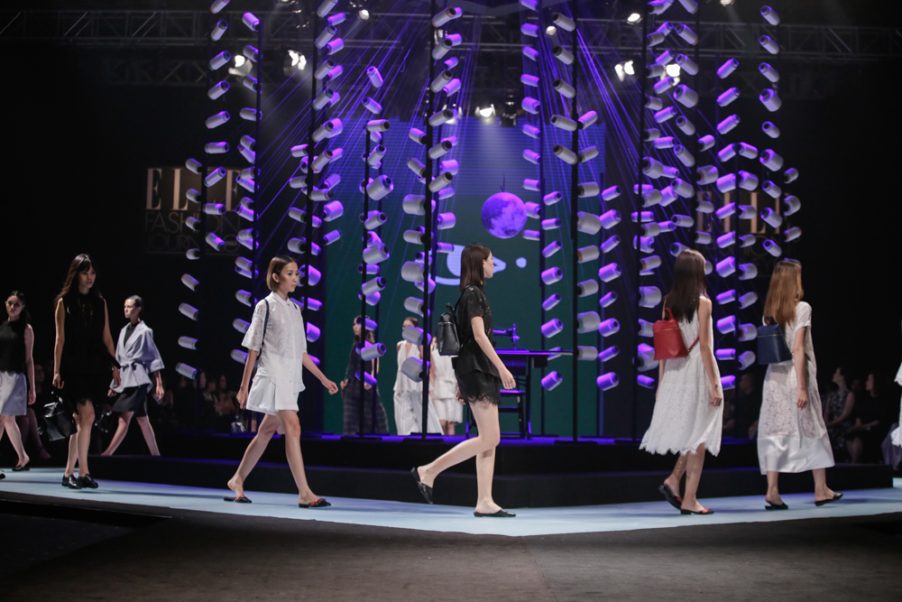 Thanh Hằng hóa chiến binh, làm vedette tại Elle Show - 4