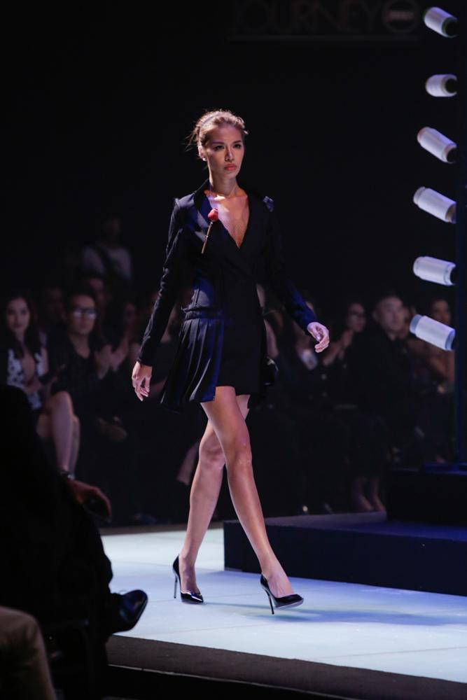 Thanh Hằng hóa chiến binh, làm vedette tại Elle Show - 7