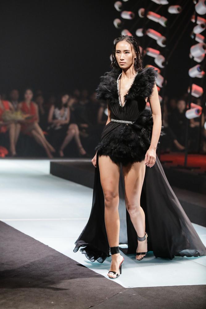 Thanh Hằng hóa chiến binh, làm vedette tại Elle Show - 10