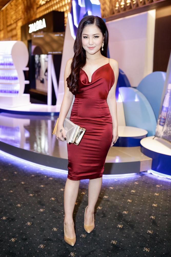 Lý Nhã Kỳ đọ sắc với Thu Thảo trên thảm đỏ Elle Show - 9