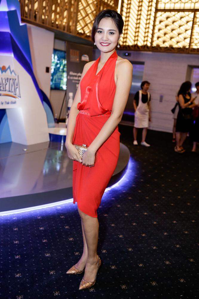 Lý Nhã Kỳ đọ sắc với Thu Thảo trên thảm đỏ Elle Show - 13