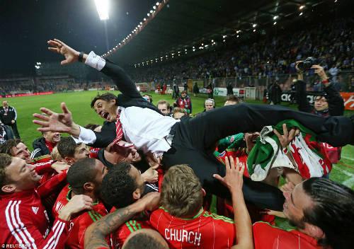 Dự Euro sau 58 năm, xứ Wales của Bale tưng bừng mở hội - 11