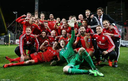 Dự Euro sau 58 năm, xứ Wales của Bale tưng bừng mở hội - 12