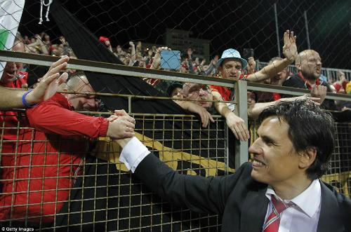 Dự Euro sau 58 năm, xứ Wales của Bale tưng bừng mở hội - 10
