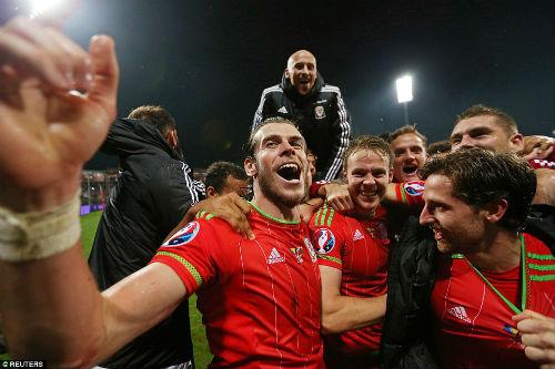 Dự Euro sau 58 năm, xứ Wales của Bale tưng bừng mở hội - 9