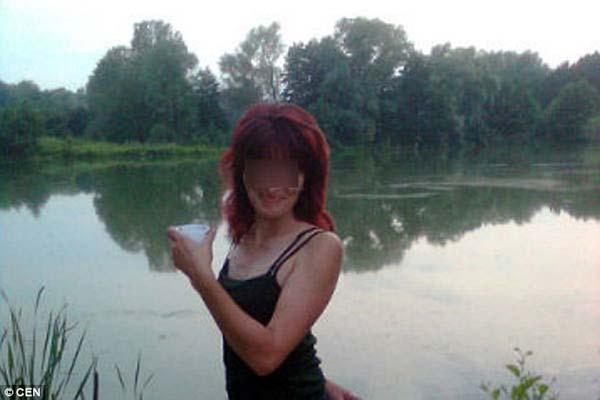 Bà mẹ Nga xinh đẹp từ chối nuôi con tàn tật - 1