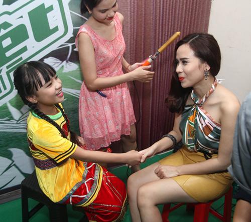 Lưu Hương Giang khoe lưng trần nuột nà - 3