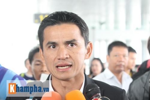Vừa tới Hà Nội, HLV Kiatisak tuyên bố sẽ hạ ĐT Việt Nam - 1