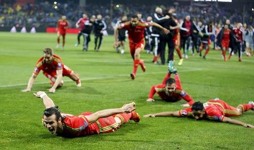 """Ryan Giggs thật """"nhỏ bé"""" khi so sánh với Bale - 1"""