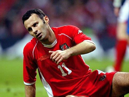 """Ryan Giggs thật """"nhỏ bé"""" khi so sánh với Bale - 2"""