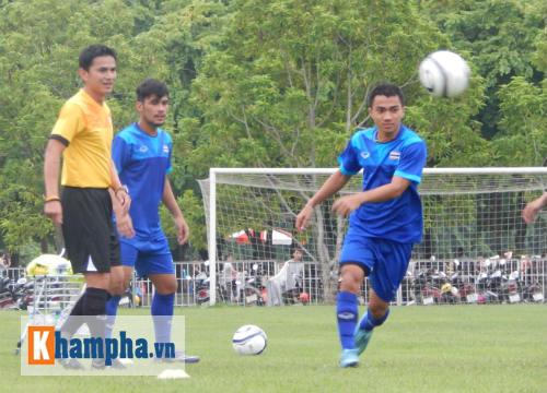 """""""Messi Thái Lan"""" tâng bốc Công Vinh - 1"""