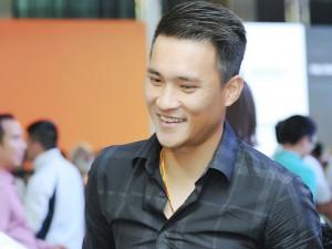 Ca nhạc - MTV - Vắng Thủy Tiên, Công Vinh bảnh bao đeo vàng dự sự kiện