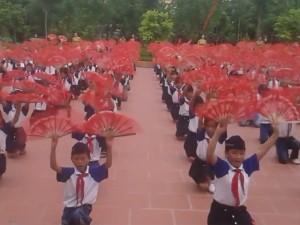 Màn tập thể dục giữa giờ đều tăm tắp của học sinh Thái Bình