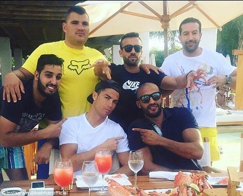 "Siêu sao kickboxing tuyên bố ""cưới"" Ronaldo - 1"