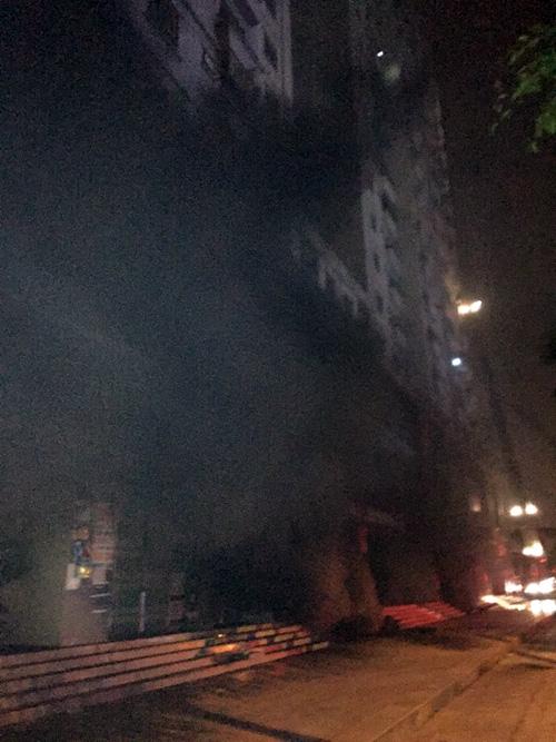 Cháy chung cư Xa La: Nổ lớn phát ra từ tầng hầm - 1