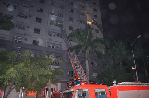 Cháy chung cư Xa La: Nổ lớn phát ra từ tầng hầm - 3