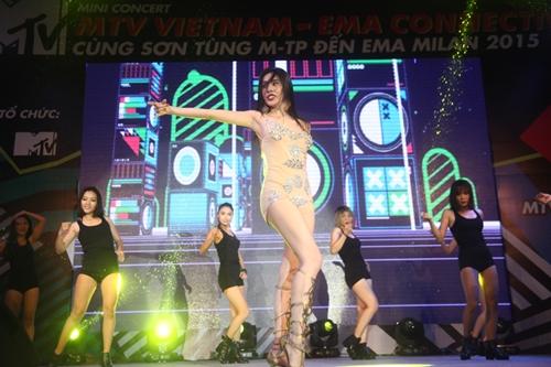 Dàn sao nữ và hàng nghìn fan dầm mưa vì Sơn Tùng - 6
