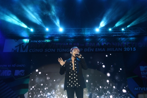 Dàn sao nữ và hàng nghìn fan dầm mưa vì Sơn Tùng - 10