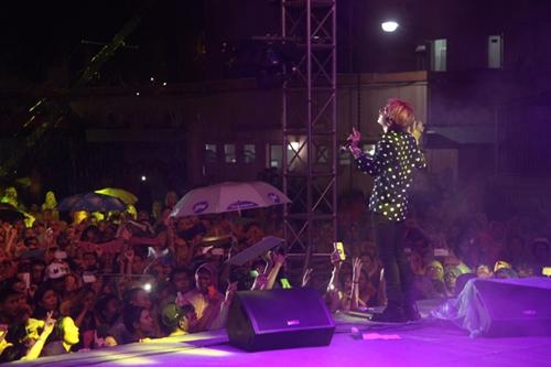 Dàn sao nữ và hàng nghìn fan dầm mưa vì Sơn Tùng - 13