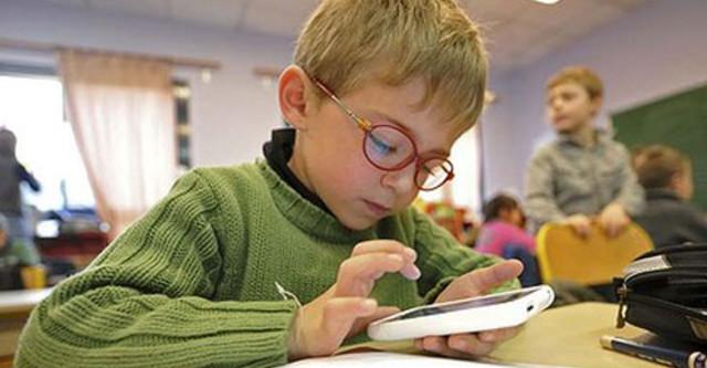 Trẻ nghiện công nghệ dễ bị huyết áp cao - 1