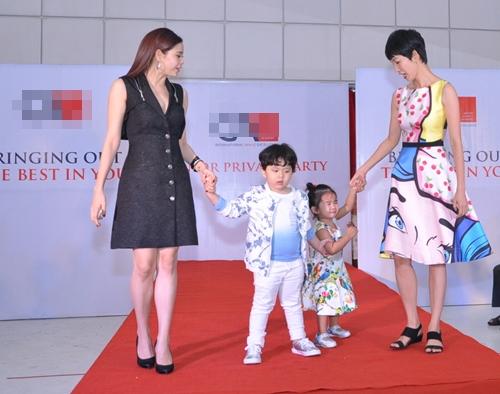 Cậu ấm nhà Trương Quỳnh Anh hôn nựng con gái Xuân Lan - 7