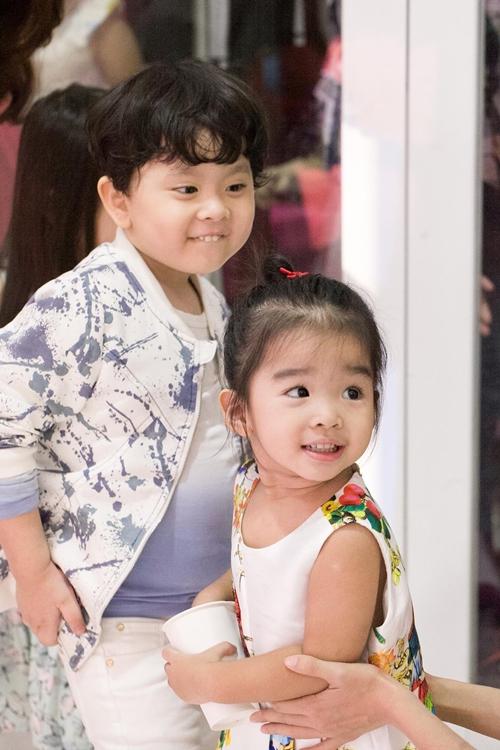 Cậu ấm nhà Trương Quỳnh Anh hôn nựng con gái Xuân Lan - 10