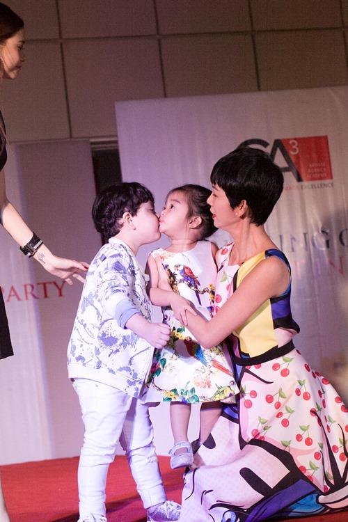 Cậu ấm nhà Trương Quỳnh Anh hôn nựng con gái Xuân Lan - 9