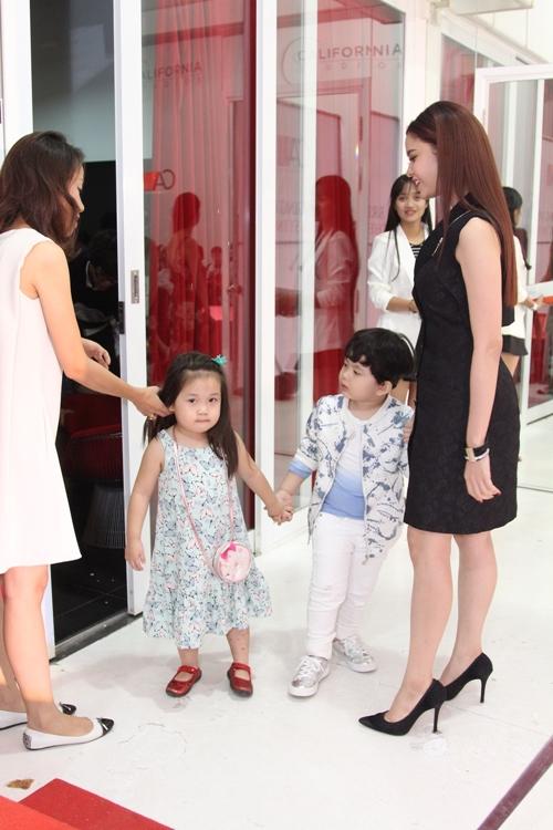 Cậu ấm nhà Trương Quỳnh Anh hôn nựng con gái Xuân Lan - 12