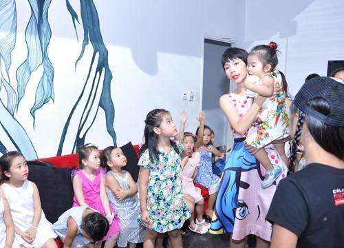 Cậu ấm nhà Trương Quỳnh Anh hôn nựng con gái Xuân Lan - 14