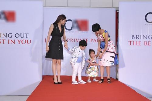 Cậu ấm nhà Trương Quỳnh Anh hôn nựng con gái Xuân Lan - 8
