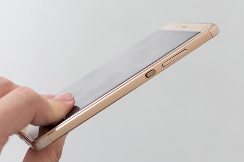 Smartphone lõi tứ siêu mỏng giá rẻ dịp cuối năm - 3