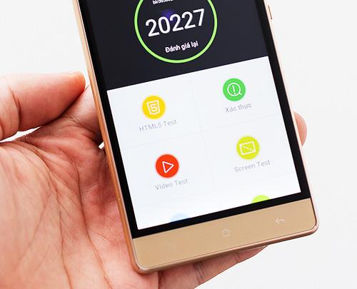 Smartphone lõi tứ siêu mỏng giá rẻ dịp cuối năm - 5