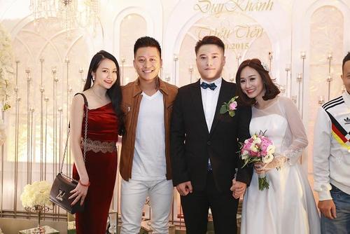 Vợ chồng Tuấn Hưng đến mừng đám cưới Vũ Duy Khánh - 1