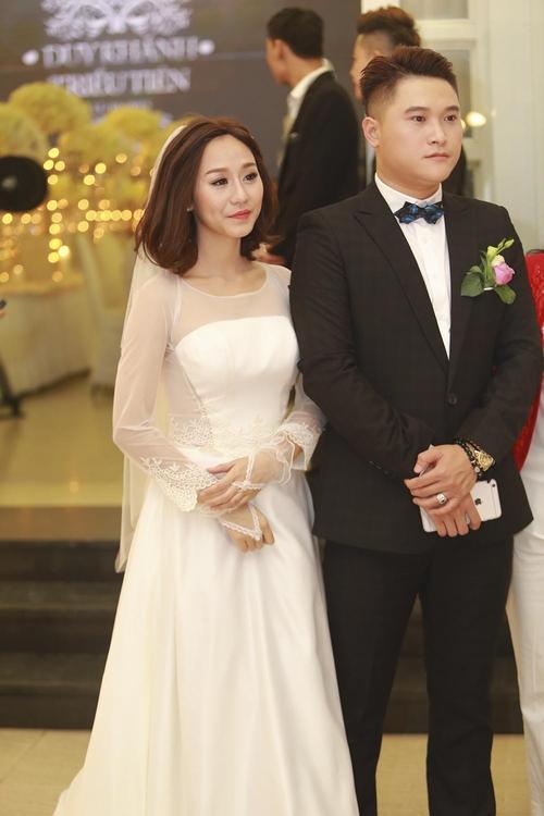 Vợ chồng Tuấn Hưng đến mừng đám cưới Vũ Duy Khánh - 4