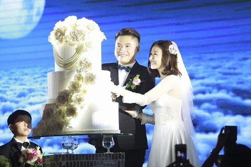 Vợ chồng Tuấn Hưng đến mừng đám cưới Vũ Duy Khánh - 6