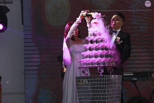 Vợ chồng Tuấn Hưng đến mừng đám cưới Vũ Duy Khánh - 7