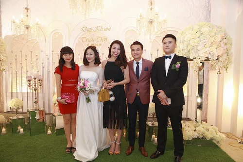 Vợ chồng Tuấn Hưng đến mừng đám cưới Vũ Duy Khánh - 14