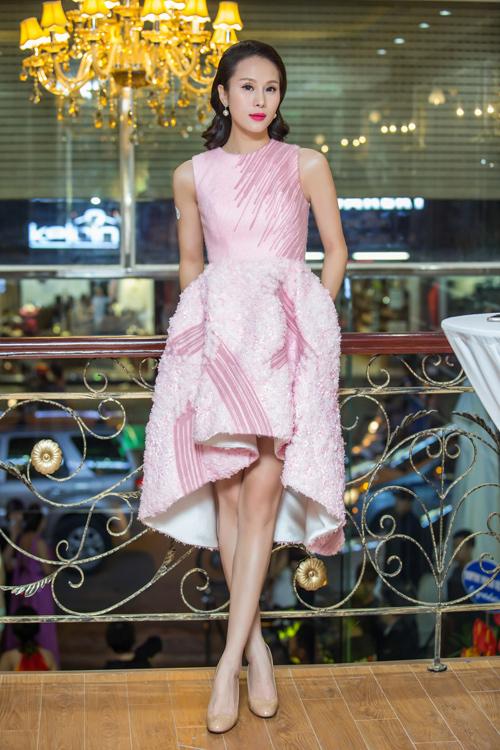 Siêu mẫu Thái Hà xinh đẹp ngày trở lại - 2