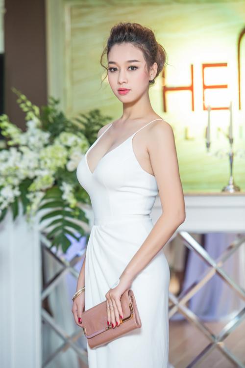 Siêu mẫu Thái Hà xinh đẹp ngày trở lại - 5