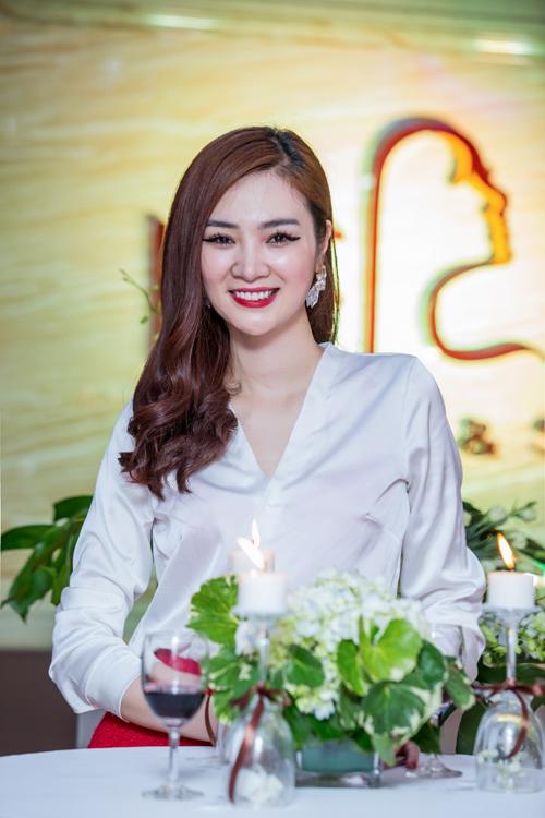 Siêu mẫu Thái Hà xinh đẹp ngày trở lại - 3